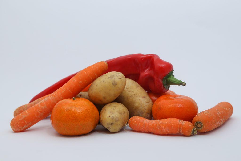 Obst und Gemüse lose liegend