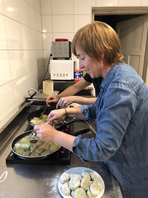 Christina beim Kochen